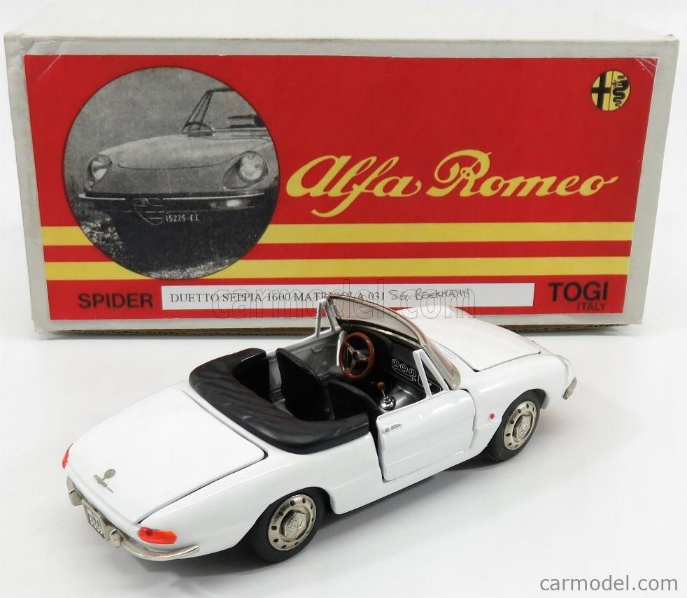 TOGI 9/68 Scala 1/23  ALFA ROMEO  DUETTO SPIDER 1600 1966 - OSSO DI SEPPIA WHITE