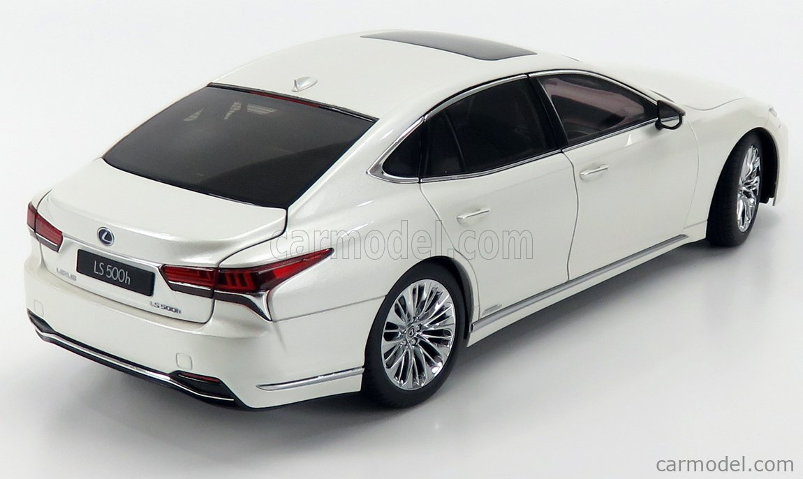 AUTOART 78866 Масштаб 1/18  LEXUS LS500h 2018 WHITE PEARL MET