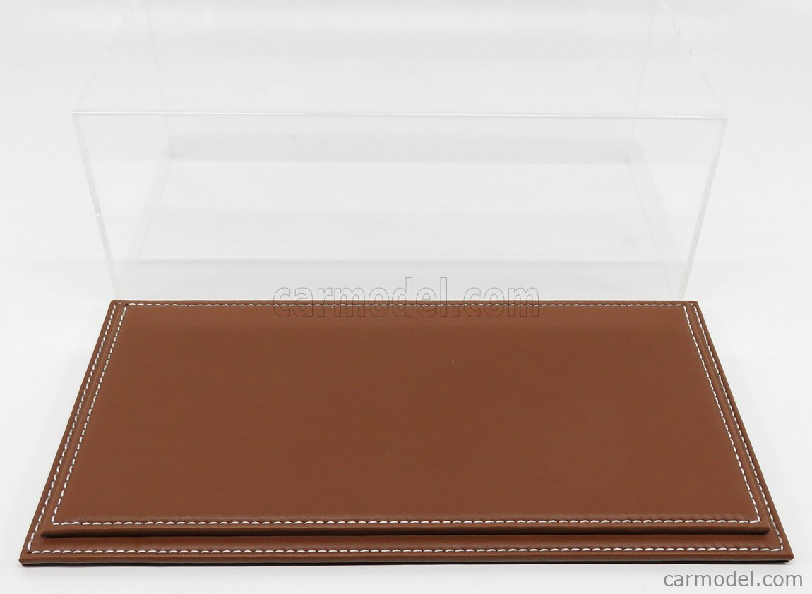 ATLANTIC ATL10011 Masstab: 1/18  VETRINA DISPLAY BOX MARANELLO BASE IN PELLE MARRONE - LEATHER BASE BROWN - Lungh.LENGHT cm 32.5 X Largh.WIDTH cm 16.5 X Alt.HEIGHT cm 12.5 (altezza interna cm 11.5) PLASTIC DISPLAY