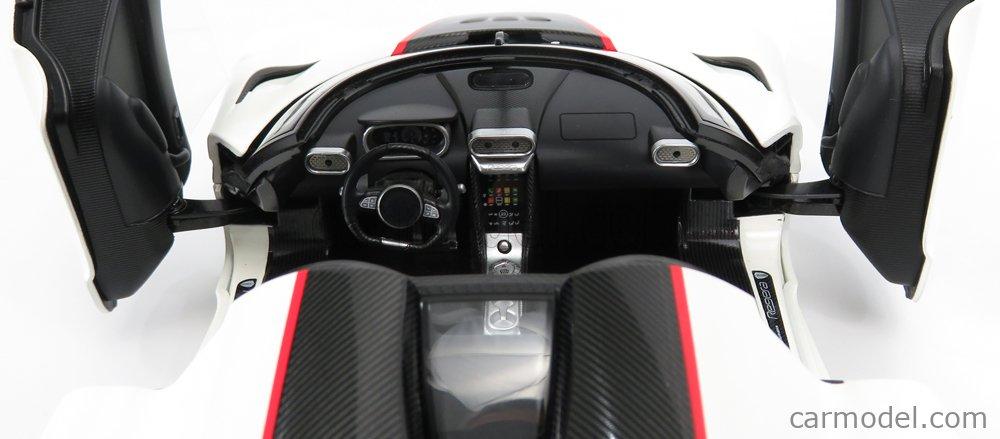 AUTOART 79027 Scale 1/18  KOENIGSEGG REGERA 2016  WHITE BLACK CARBON RED