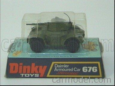 DINKY ENGLAND 676 Echelle 1/50  DAIMLER ARMOURED CAR MILITARY GREEN