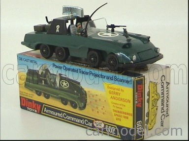 DINKY ENGLAND 602 Echelle 1/50  G.ANDERSON ARMOURED COMMAND CAR MILITARY GREEN