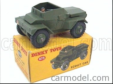 DINKY ENGLAND 673 Echelle 1/50  SCOUT SCOUT CAR MILITARY GREEN