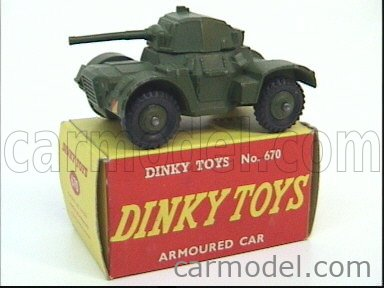 DINKY ENGLAND 670 Echelle 1/50  TANK ARMOURED CAR MILITARY GREEN