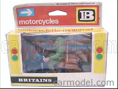 BRITAINS / Echelle 1/25  HARLEY DAVIDSON ELECTRA GLIDE WITH SOLDIER MILITARY GREEN