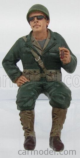 AMERICAN DIORAMA 77412 Echelle 1/18  FIGURES SOLDATO AMERICANO AUTISTA CON SIGARO - USA SOLDIER III SITTING DRIVER WITH CIGAR MILITARY GREEN